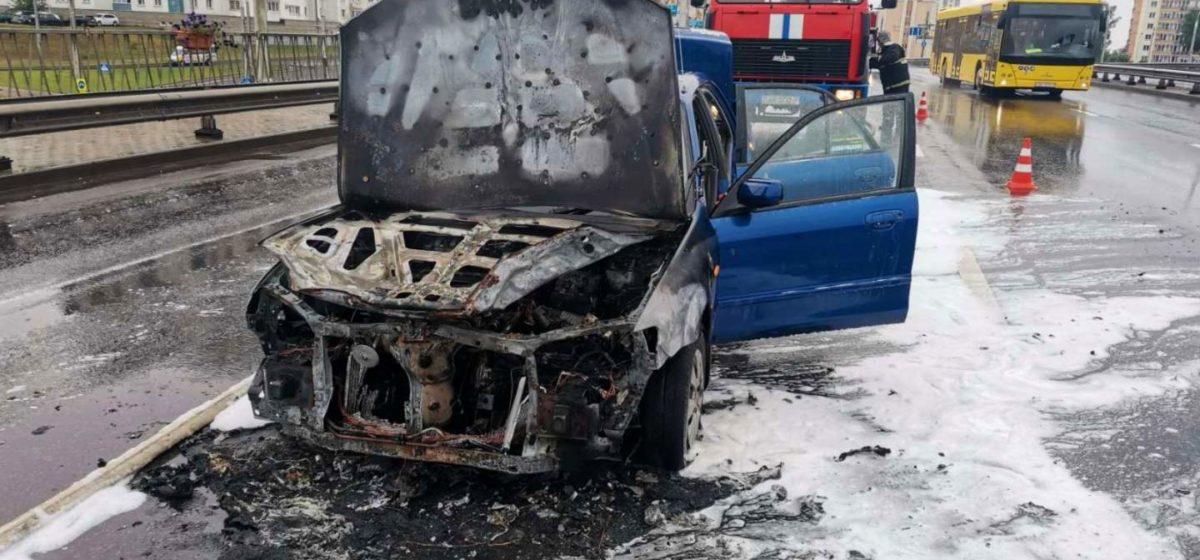 На проезжей части в Минске горел автомобиль
