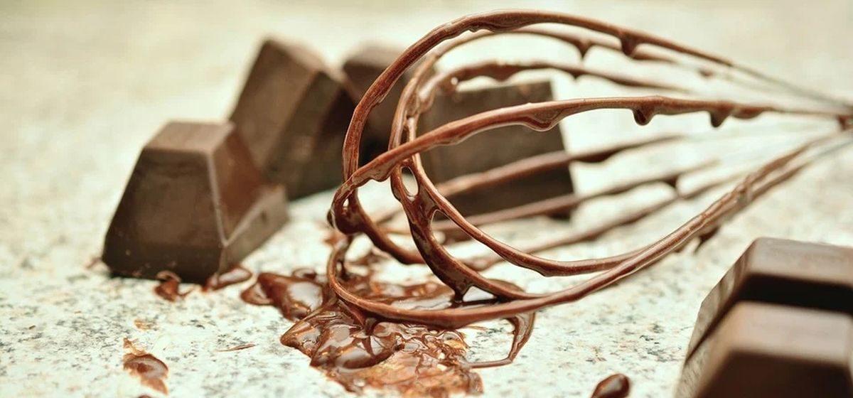 Как дома сварить шоколад, потратив на ингредиенты два рубля. Видео