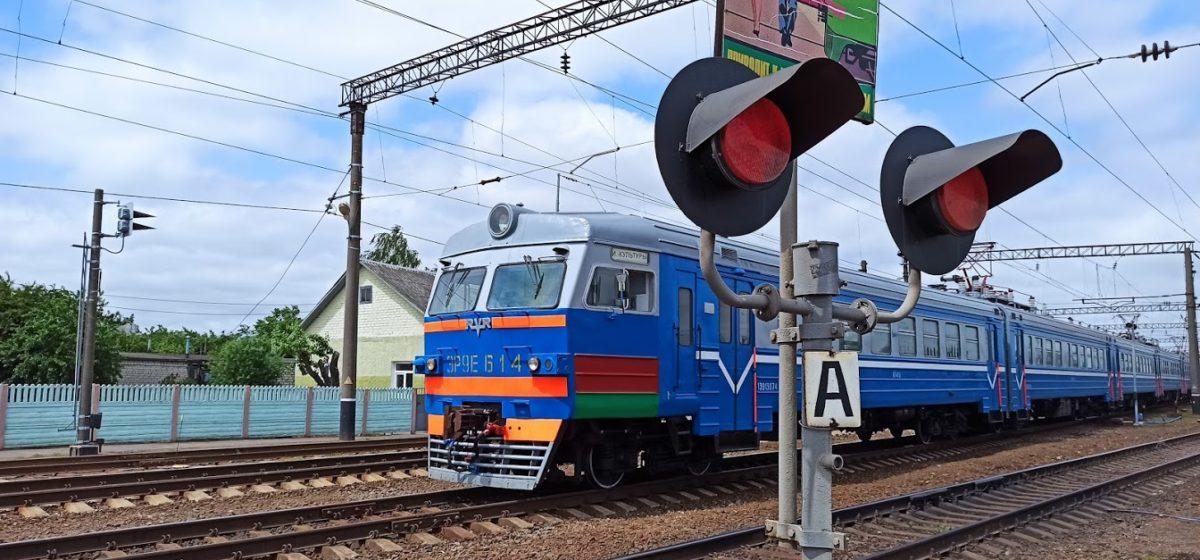В Барановичах поезд остановился прямо над спящим на железнодорожных путях человеком