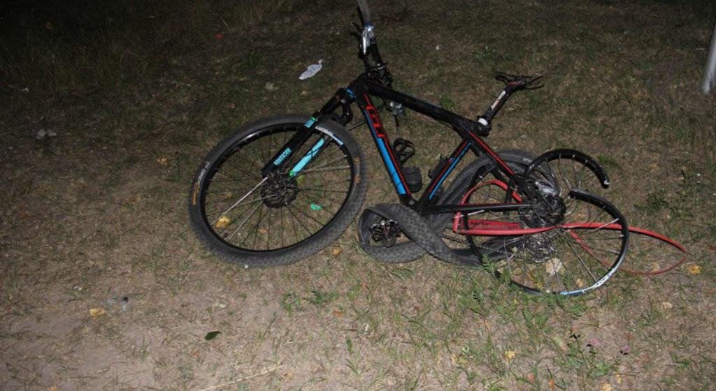 Автомобиль ВАЗ влетел в несовершеннолетних велосипедистов под Гомелем – девушка погибла, парень в больнице