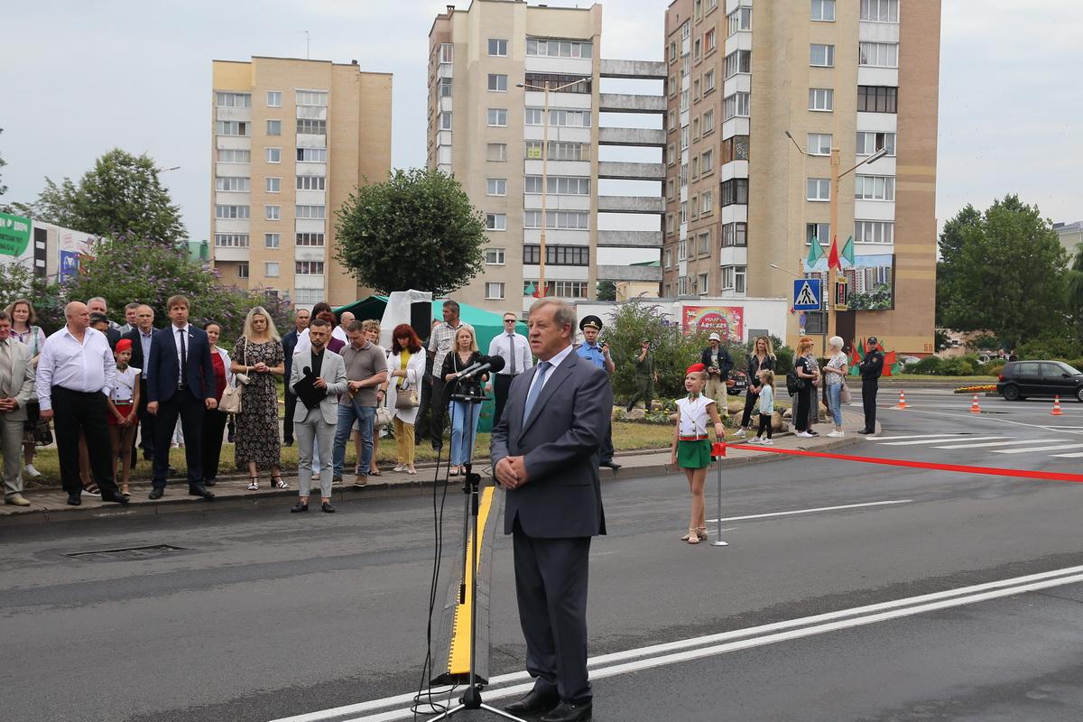 Анатолий Лис на церемонии открытия путепровода. Фото: Андрей БОЛКО