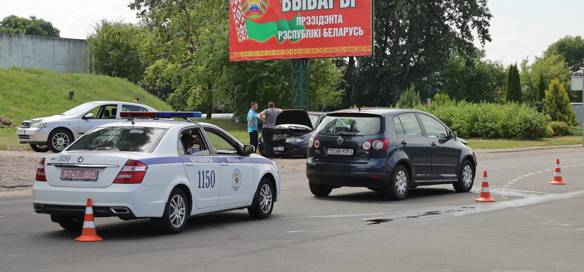 Две легковушки столкнулись около ж/д переезда в Барановичах