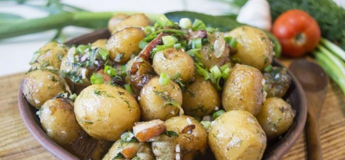 Вкусно и просто. Молодая картошка с салом