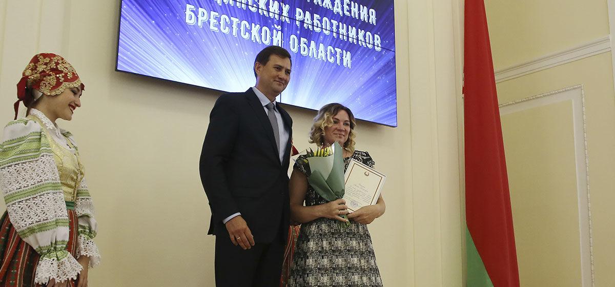 В Барановичах медиков Брестской области наградили за борьбу с коронавирусом