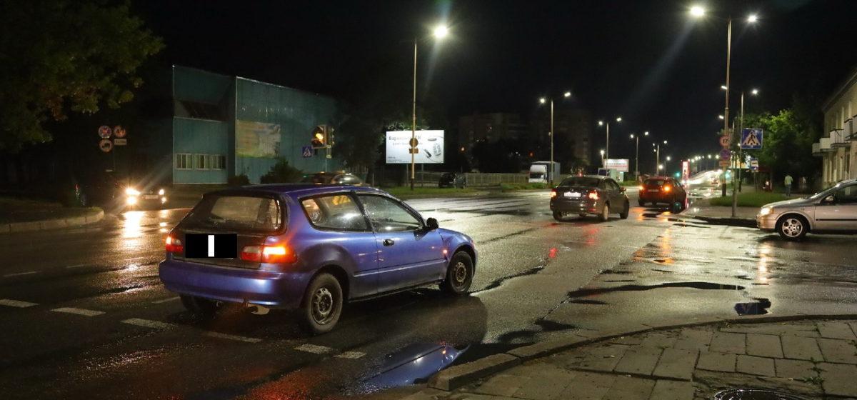 «Фольксваген», уступая дорогу скорой помощи, задел «Хонду» в Барановичах