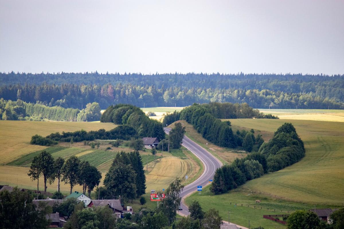 Дорога на Литовку. Вид с Замковой горы. Фото: Андрей БОЛКО