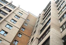 Как часто будут убирать площадки и мыть окна в подъездах многоэтажек, прописали в постановлении ЖКХ