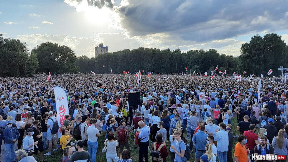 Новости. Главное за 30 июля: до 63000 на митинге Тихановской, Лукашенко с перебинтованной рукой и курортные похождения белорусов