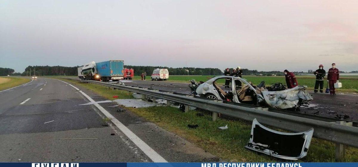 Страшная авария под Скиделем: «Мерседес» столкнулся с фурой – погибли три человека