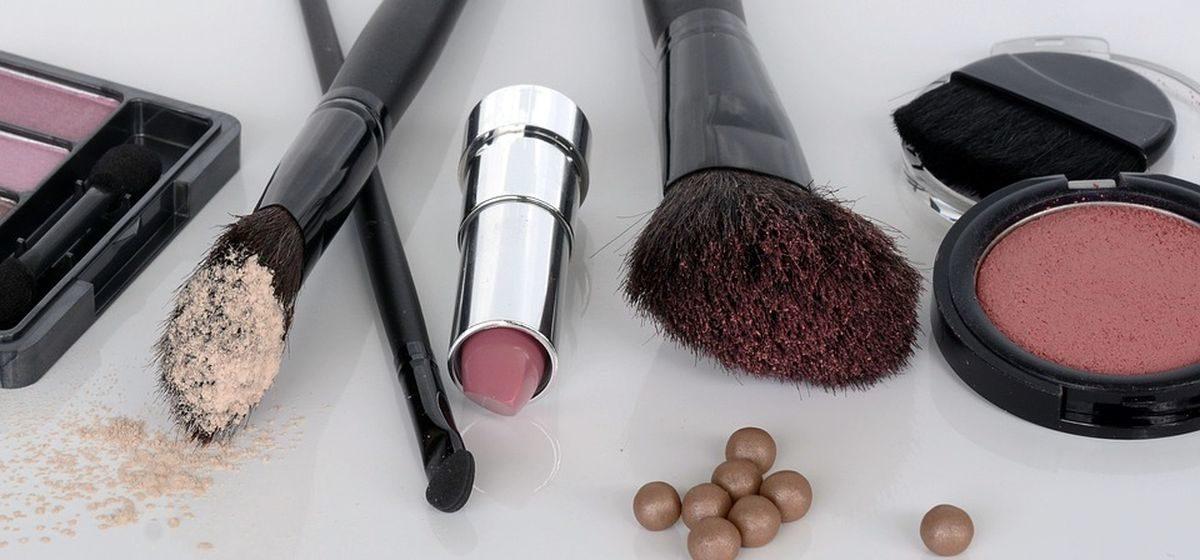 Тушь, «тональник» и карандаш для бровей. Какая косметика самая популярная среди белорусок и как они ее выбирают