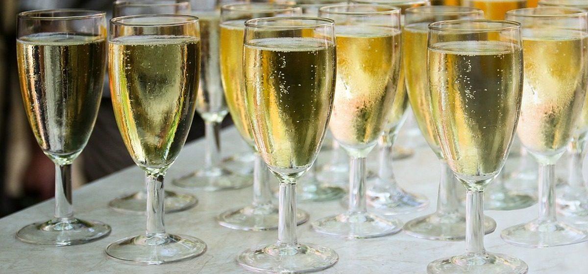Стала известна марка шампанского, которое разливают гостям Лукашенко