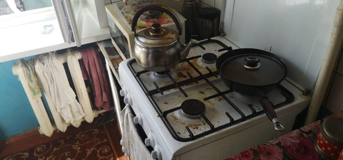 Из-за сгоревшей еды произошло задымление в квартире в Барановичах. Фотофакт