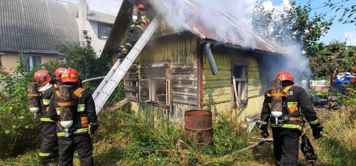 Деревянный дом горел в Барановичах. Фото