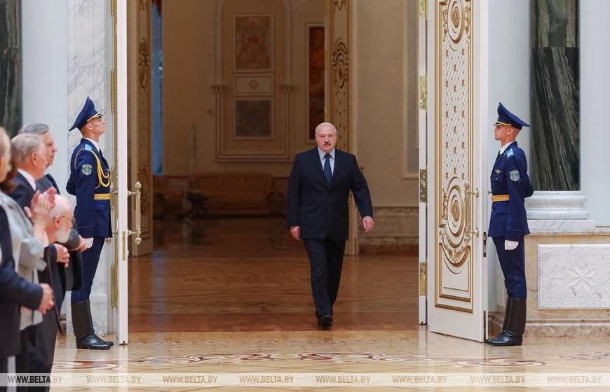 Лукашенко повторил эффектный выход Путина. Фотофакт