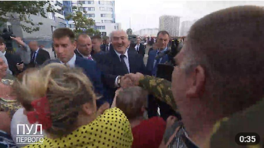 «Пул первого» показал восторженных гомельчан, желающих прикоснуться к Лукашенко
