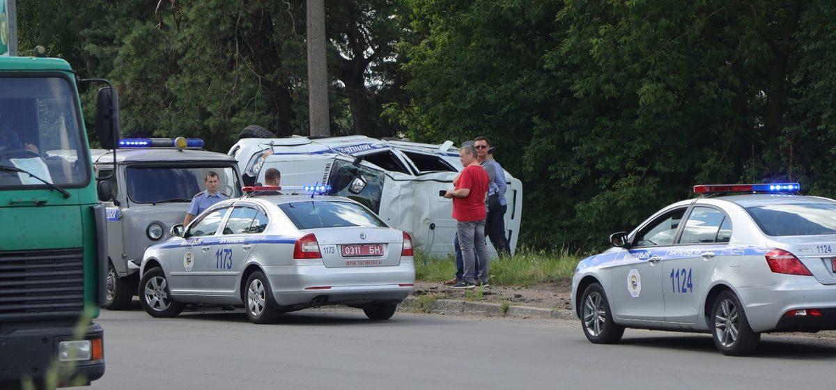 Милицейский УАЗ перевернулся в Барановичах. Фотофакт