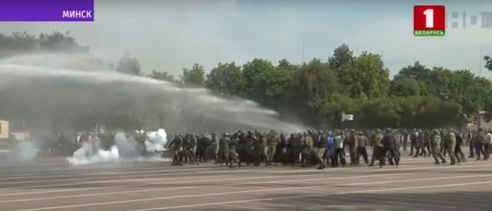 В Минске спецназ показал Лукашенко, как умеет разгонять акции протеста. Фотофакт