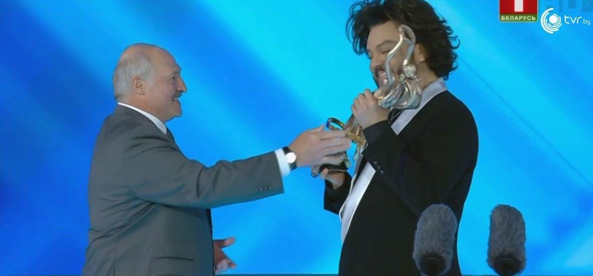 Лукашенко вручил Киркорову специальную награду президента Беларуси. Фотофакт