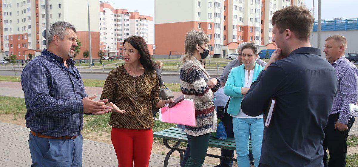 «Дом скоро развалится от мочи». Почему жители спального района в Барановичах восстали против «ночника»