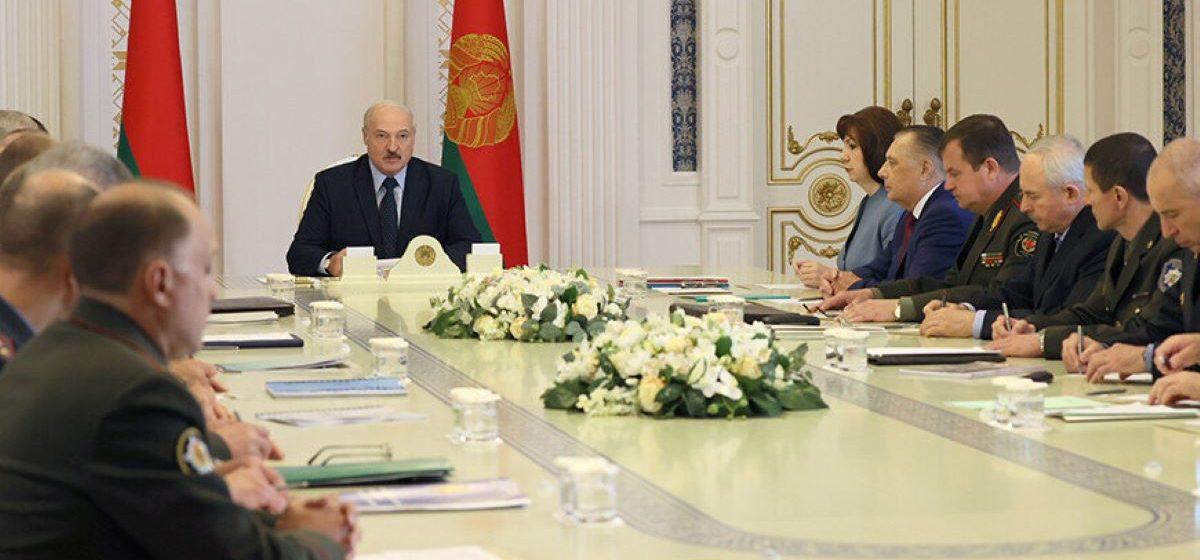 Лукашенко приказал судам и прокуратуре дать оценку законности инициатив об альтернативном подсчете голосов на выборах