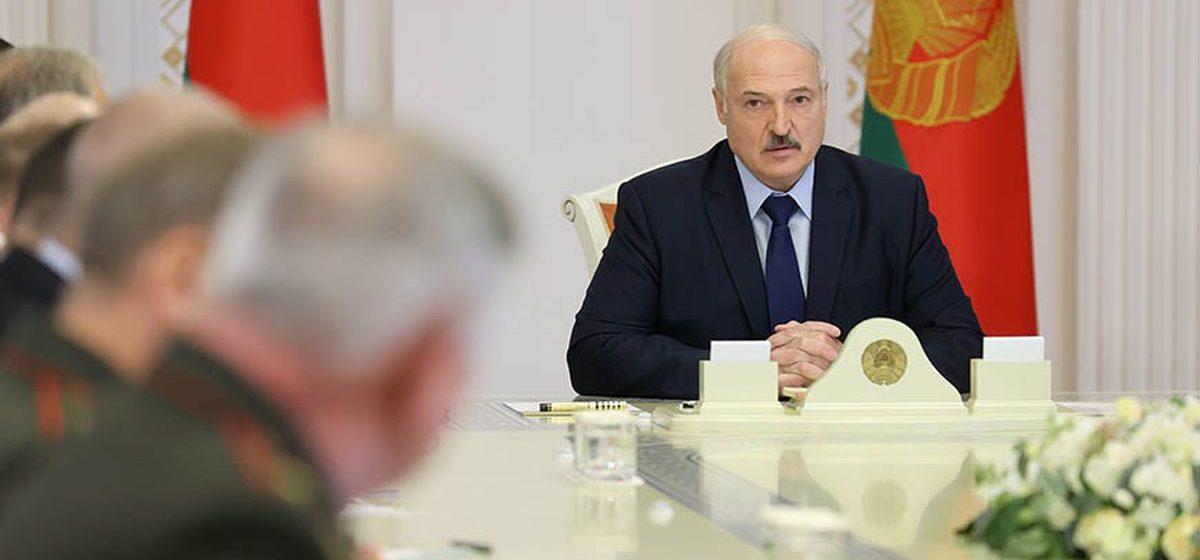 Лукашенко: А как военному человеку действовать? Мне что делать в этой ситуации?