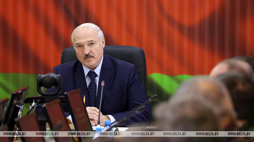Лукашенко: «Страну мы никому не отдадим. Ситуацию мы удержим»