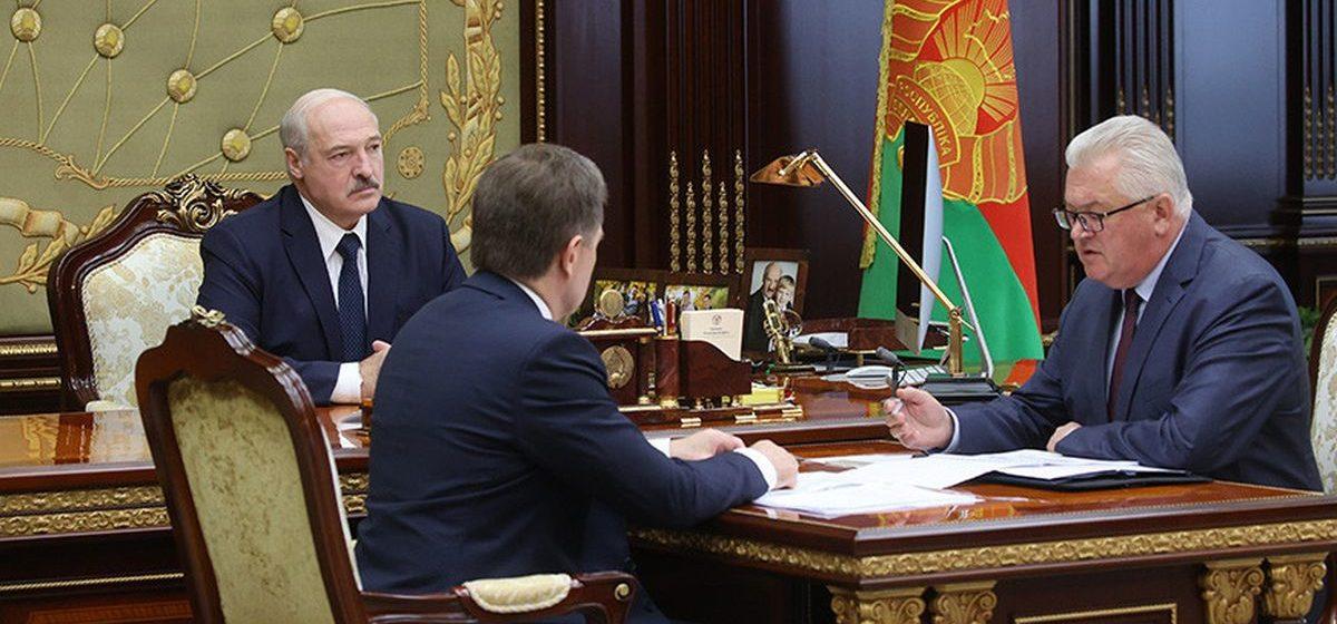 Лукашенко призвал жестко пресекать всякие наезды, накаты на учителей