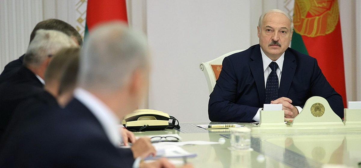 Лукашенко: Мы не допустим обвала национальной валюты и, уцепившись руками, не сдерживаем курс рубля