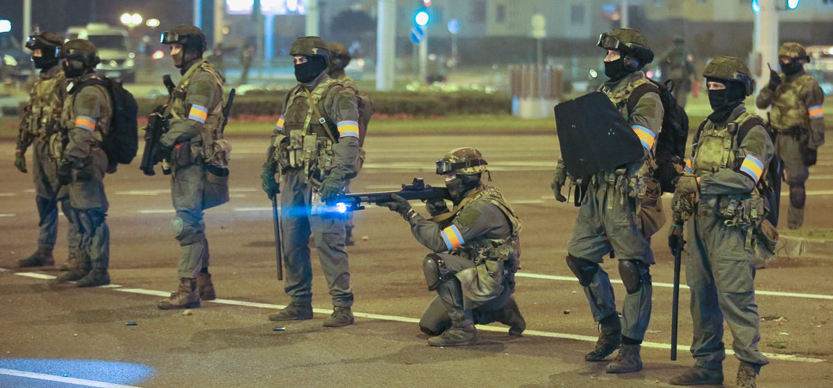 Второй день протестов в Беларуси. Первый погибший и баррикады