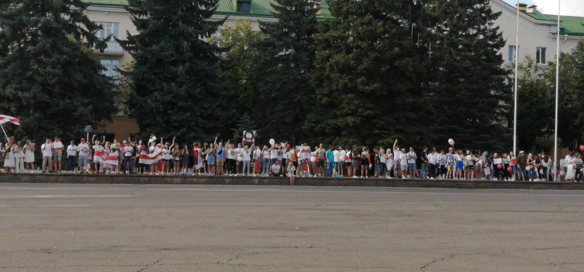Протестующие сходили к барановичскому СИЗО, а потом собрались на площади. Онлайн