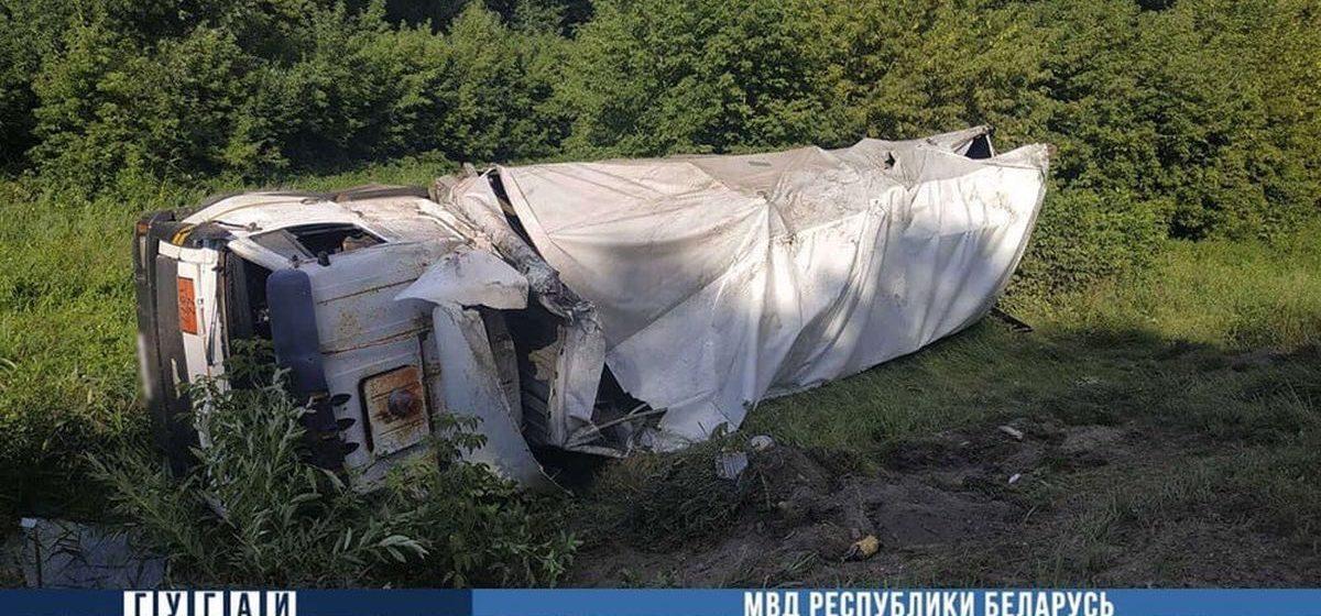 Житель Барановичей на МАЗе не справился с управлением и вылетел в кювет