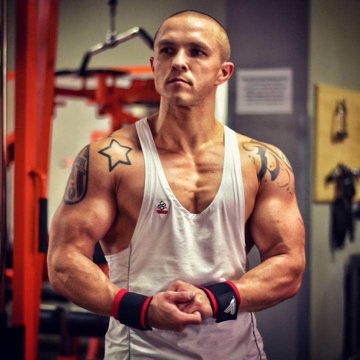 Егор Емельянов. Мужчина занимается бодибилдингом. Фото: инстаграм