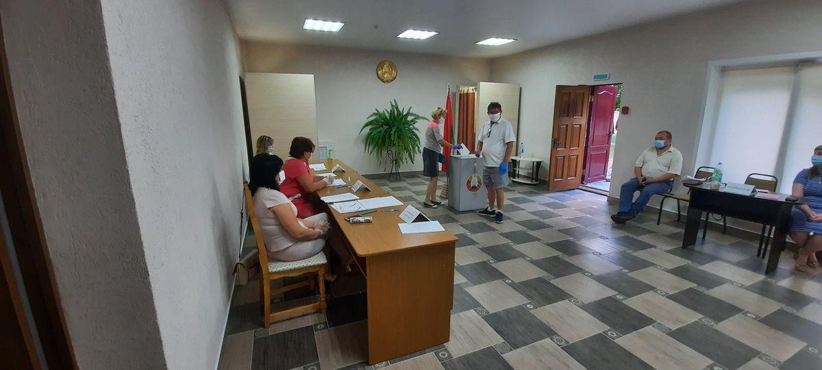 Избирательный участок №40 в Барановичах. Фото: Александра РАЗИНА
