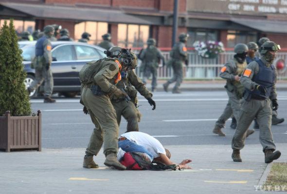 В МВД рассказали, сколько человек задержали в ходе протестов в ночь на 11 августа и о пострадавших сотрудниках