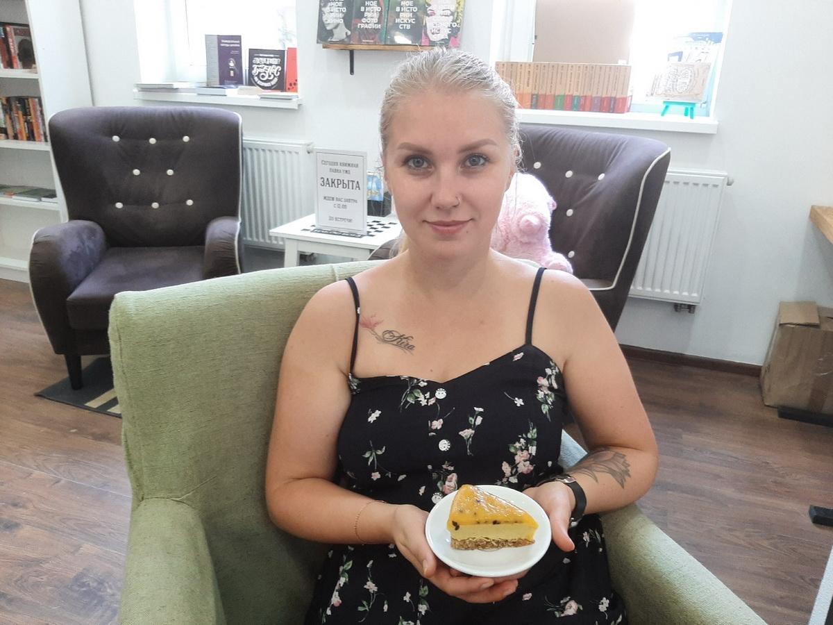 Орехово-манговый сыроедческий торт, которым угощалась на одном из торжеств. Фото: архив Анны РОМАНОВОЙ-КОЛОСОВСКОЙ