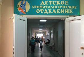«Целое лето не можем вылечить зубы». Жители Барановичей жалуются на то, что сложно записать ребенка к стоматологу