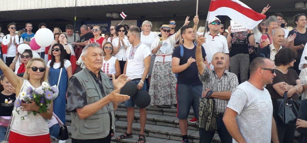 В Барановичах проходит Марш мира и независимости. Онлайн-трансляция