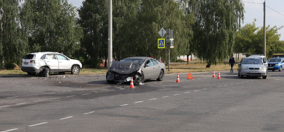 Chrysler и Kia столкнулись в Барановичах, одного водителя увезла скорая
