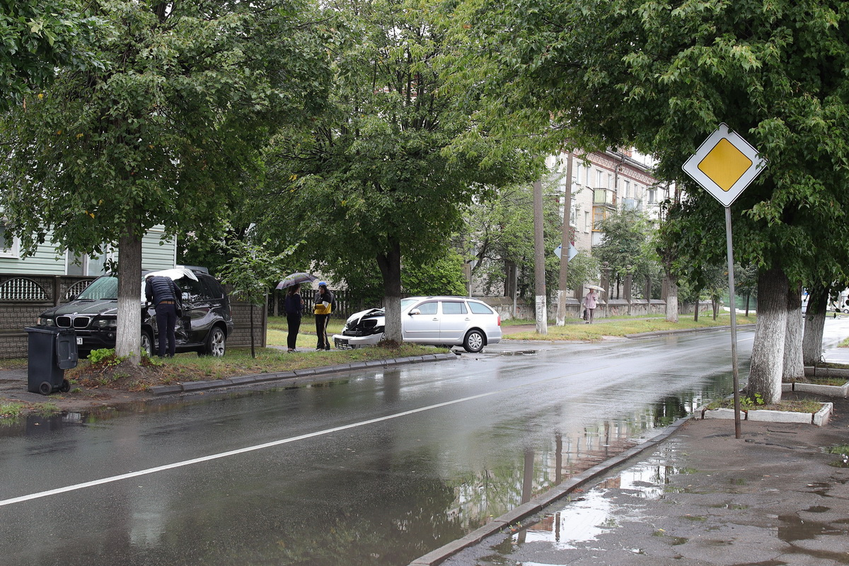 ДТП на перекрестке улиц Куйбышева и Мицкевича. Фото: Александр КОРОБ