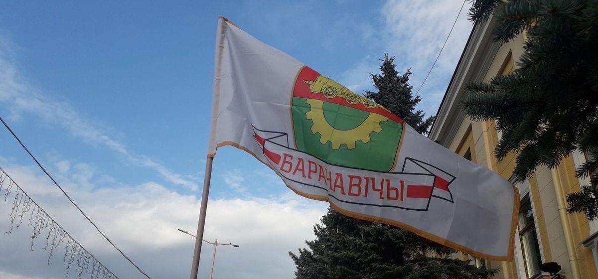 Горожане пришли к исполкому. Как в Барановичах проходит тринадцатый день протестов