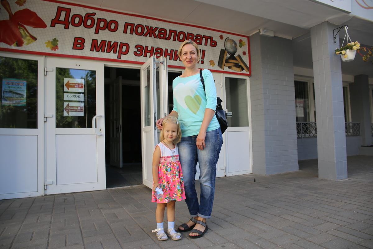Оксана Казак с дочкой Евой. Фото: Татьяна МАЛЕЖ