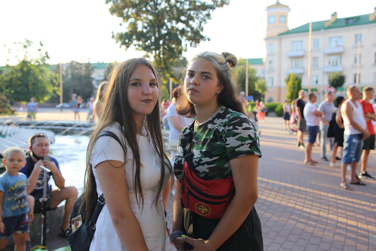 Елизавета (слева) и Виктория. Фото: Диана КОСЯКИНА