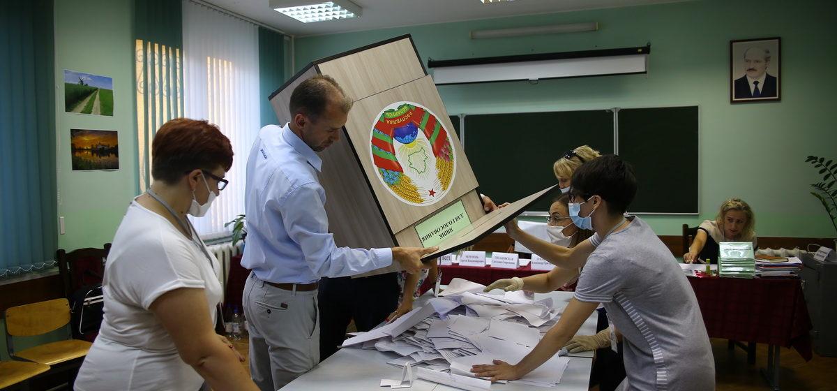 Избиратели прислали 398 фото бюллетеней за Тихановскую, у комиссии – 98 голосов. Удивительные итоги выборов в Барановичах