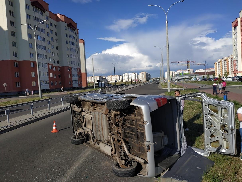 ДТП на перекрестке улиц Волошина и Скорины. Фото: Intex-press