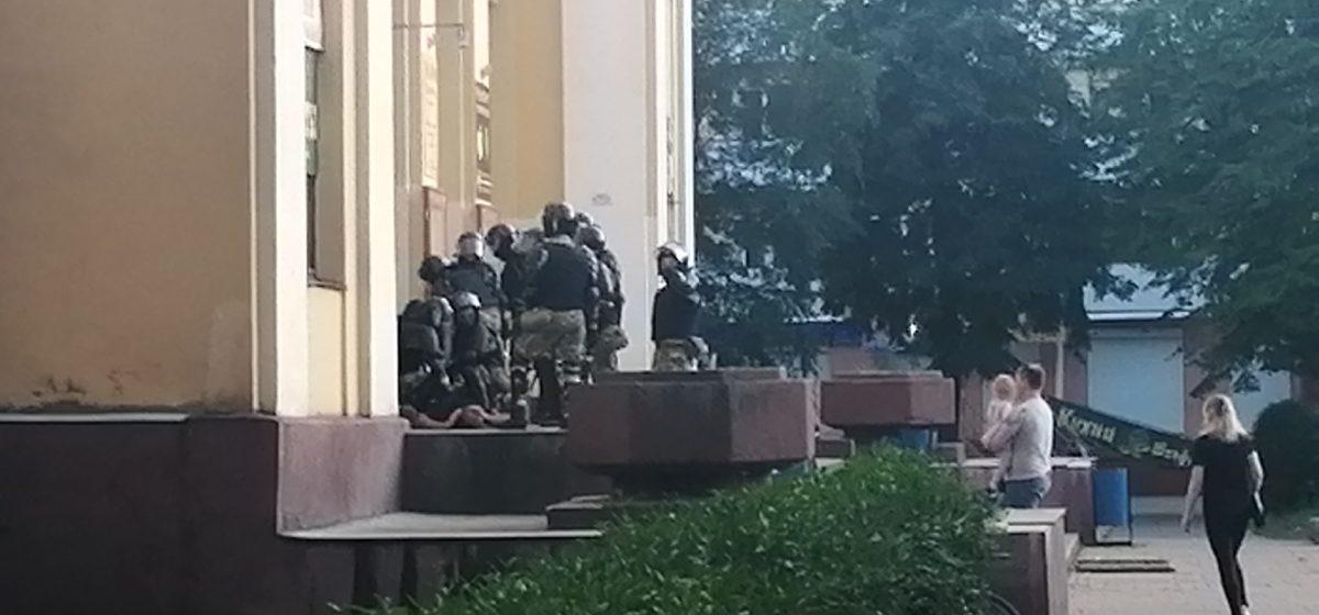 Главное за 25 августа: сколько стоят учебники в новом школьном году и сколько человек задержали в Барановичах после выборов