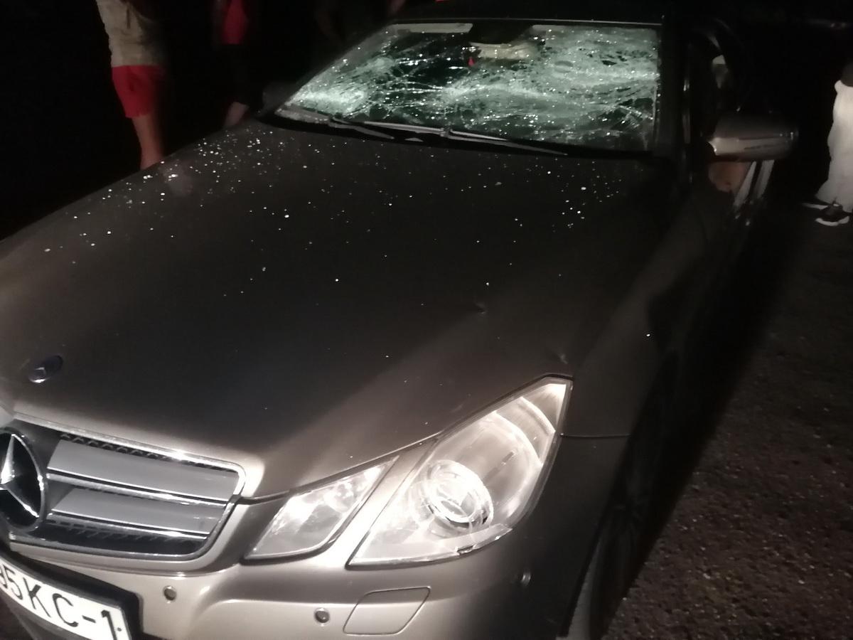 Один из автомобилей, который был разбит на ул. Комсомольской. Фото: Ян ЯКОВЧИК
