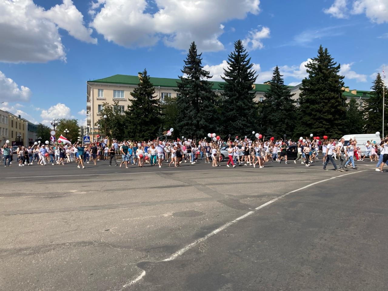 Мирные митинги в городе Барановичи. Фото: Ирина КОМИК