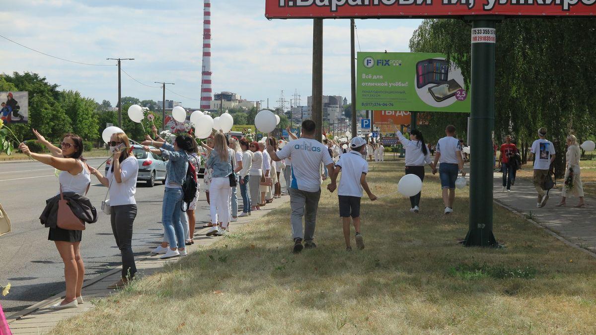 Среди собравшихся на акцию против насилия были и мужчины. Фото: Диана КОСЯКИНА