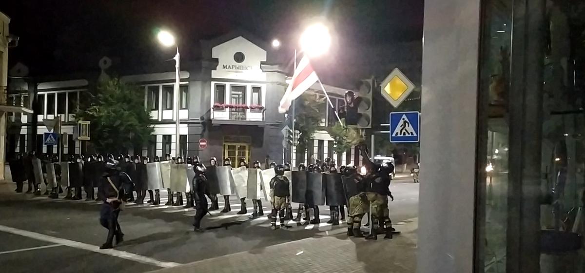 «Стреляют, бегите!». Что происходило во второй день протестов в Барановичах