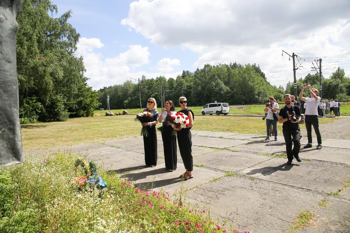 Светлана Тихановская посетила мемориальный комплекс «Урочище Гай» в Барановичах